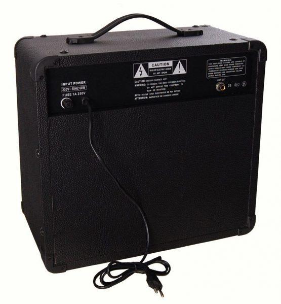 DG-electronics-GB-30-basforstaerker-4-bagside-hos-www.guitaristen.dk